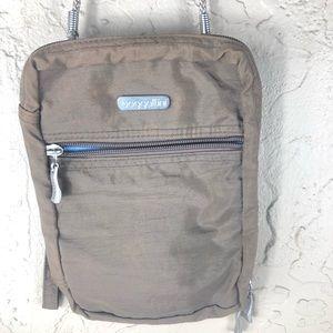 Baggallini clutch wristlet bag purse